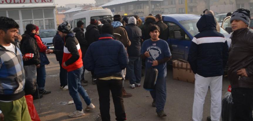 Humanost  Partner MKF – migrantima uručene vreće za spavanje