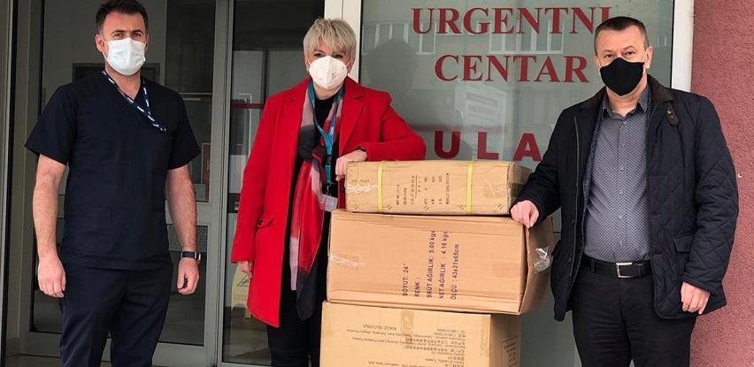 Kompanija Amko Komerc donirala 50 posteljina za Covid odjel Opće bolnice
