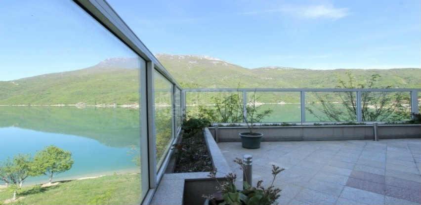 Metropola nekretnine: Prelijepa vila na Jablaničkom jezeru!