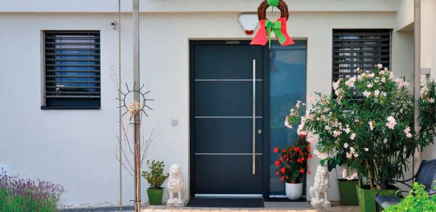Nutria PVC ulazna vrata radi po željenim dimenzijama i stranama otvaranja (Foto)