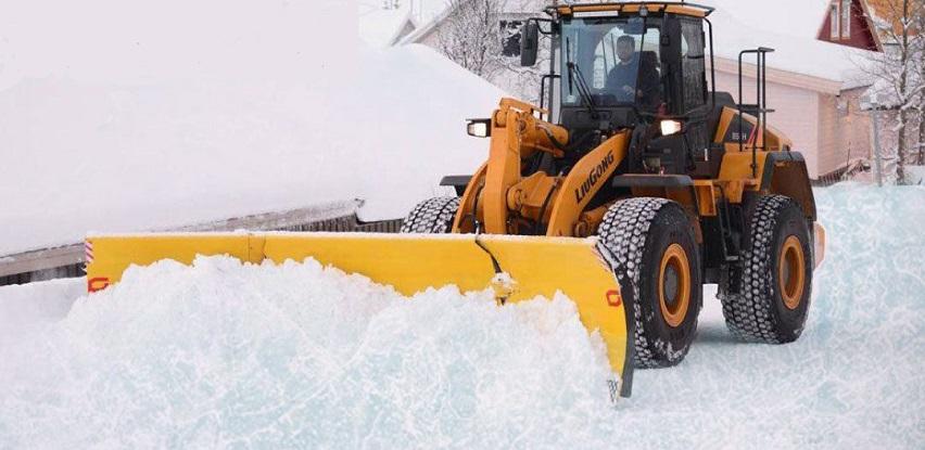 Utovarivač 856H se nikad ne kliže na ledu!
