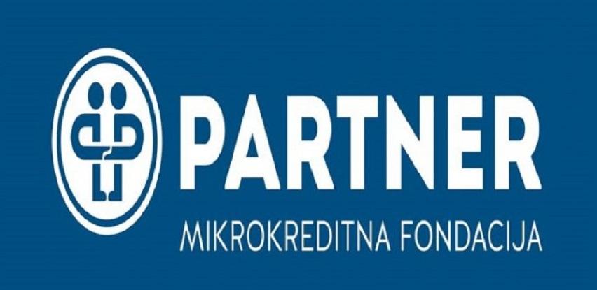 Partner MKF podijelio laptope učenicima iz socijalno ugroženih porodica