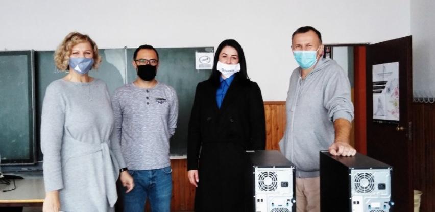 Partner MKF uručio server uređaje školi u Odžaku