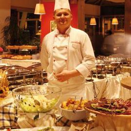 Restoran Hotela Termag nudi veliki izbor jela domaće i međunarodne kuhinje