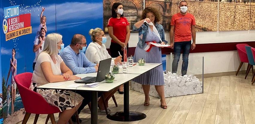 AMKO nagradio svoje kupce ljetovanjem u BiH