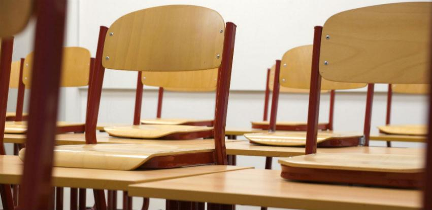 Školske stolice proizvedene po standardima za razne uzraste