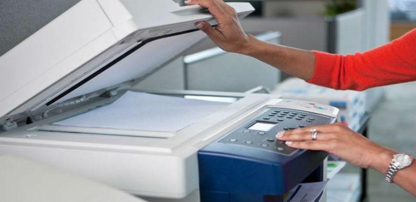 Iznajmite Konica Minolta fotokopirni uređaj i izrađujte dokumente jeftinije