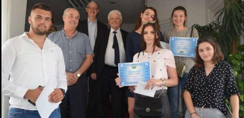 Načelnik Općine Velika Kladuša nagradio učenike generacije